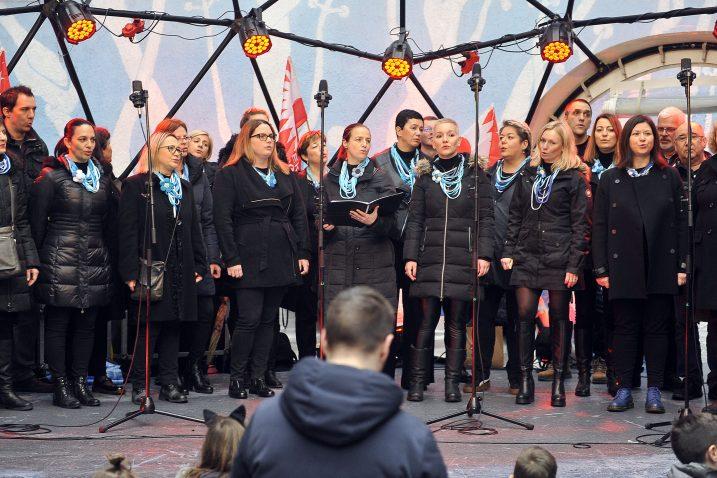 Riječki komorni zbor Val nastupa na otvorenju EPK / Foto Roni Brmalj