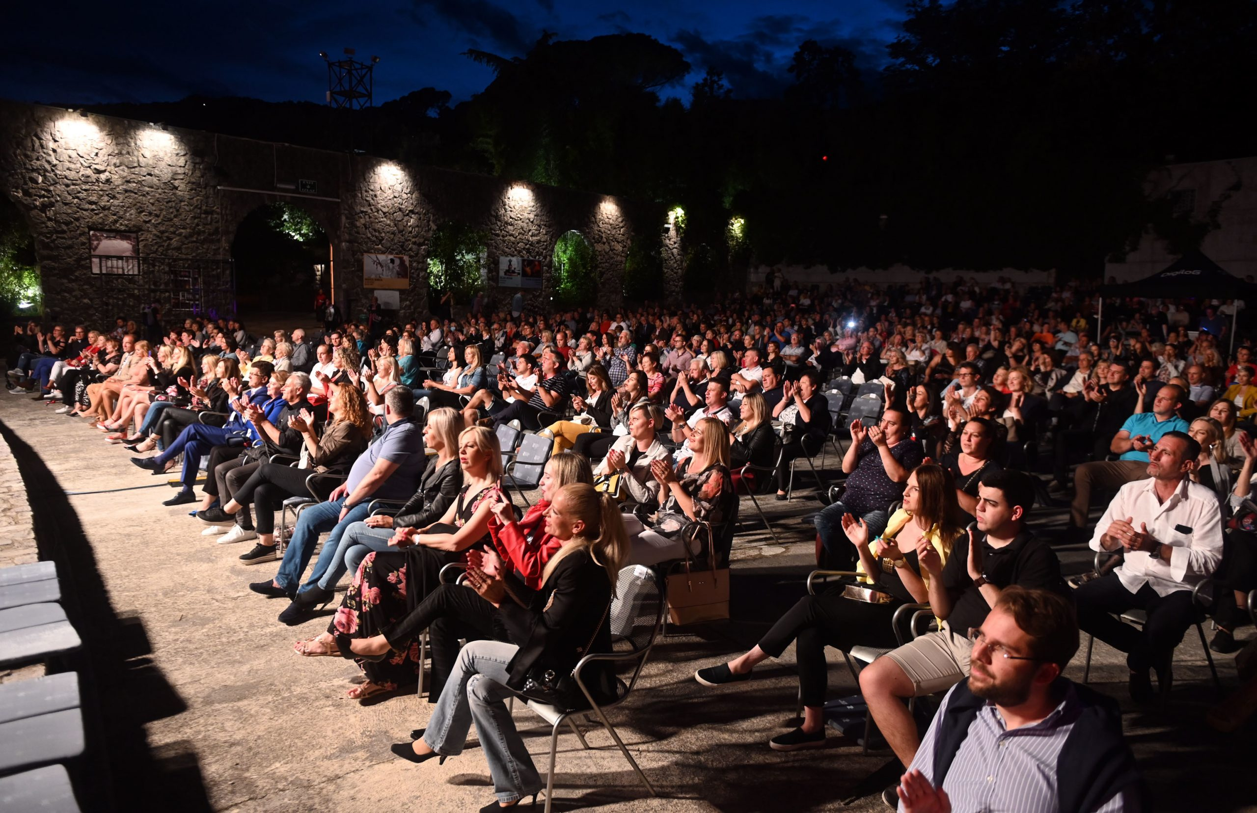 Ovoljetni događaji na Ljetnoj pozornici održani su uz nužni razmak među gledateljima / Foto V. KARUZA