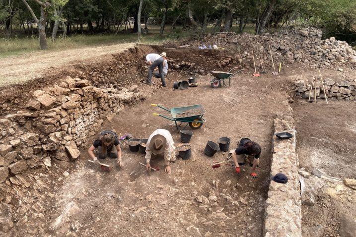 U kasnoantičkoj vili arheolozi pronašli uljaru u kojoj su stanovnici tog krčkog rimskog grada proizvodili maslinovo ulje te ga čuvali u amforama s cijelog Mediterana / Foto M.C.BULLY