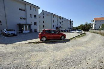 : Nove nadstrešnice i parkirna mjesta, čeka se uređenje pristupne ceste / Foto Damir ŠKOMRLJ