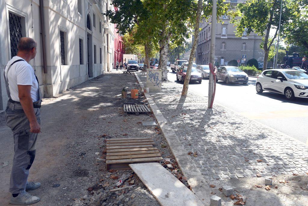 Dio uz kompleks Benčić čeka spajanje instalacija / Foto: V. KARUZA