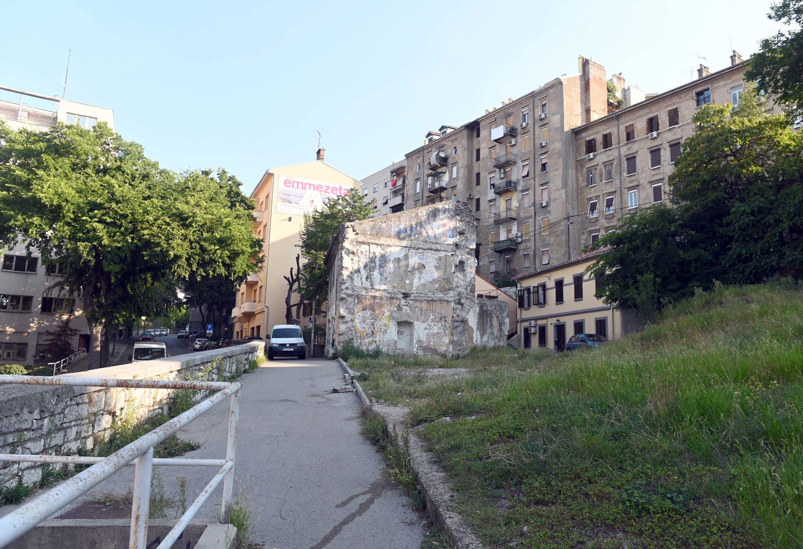 Procijenjena vrijednost radova uklanjanja zgrade te čišćenja prostora i grubog niveliranja je 120.000 kuna / Snimio Vedran KARUZA
