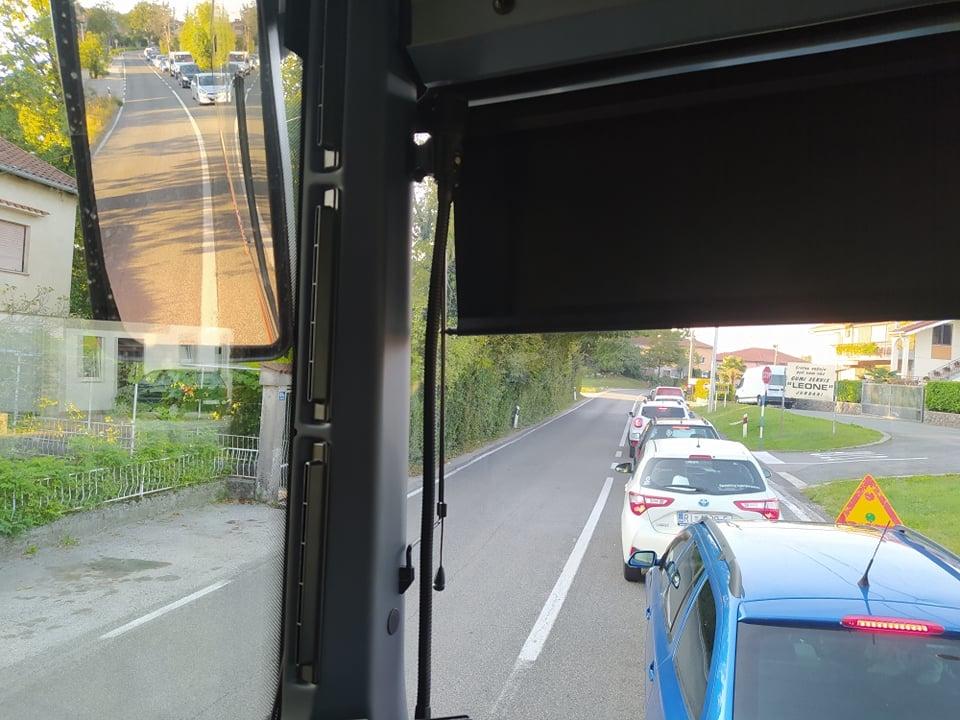 Dugačka kolona snimljena iz autobusa vozača Roberta Puljića