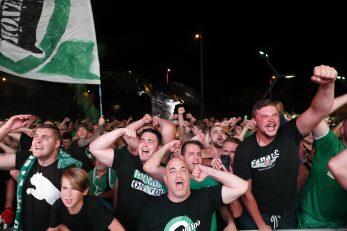 Navijači Ferencvaroša burno su kraj stadiona proslavili trijumf nad Dinamom/Foto REUTERS
