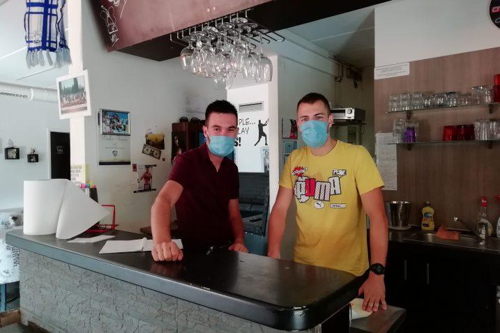 Sanjin Basara i Marin Kudrić, voditelji buffeta Tenis / Foto M. ŠUMBERAC