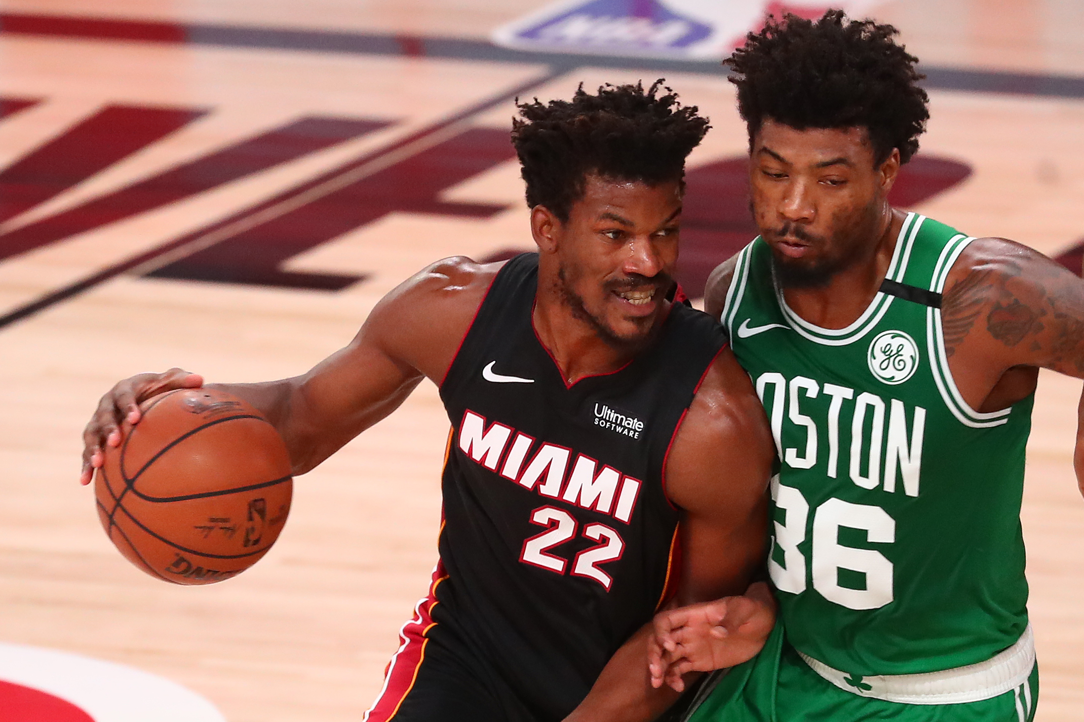 Jimmy Butler (Miami) i Marcus Smart (Boston)/Foto REUTERS