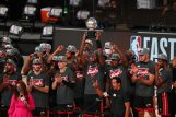 Košarkaši Miamija s trofejom/Foto REUTERS