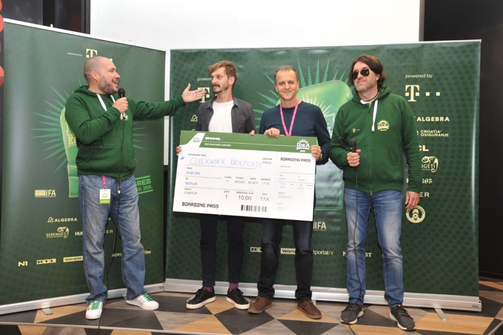 Pobjednik je elektronska društvena igra Clockwork Briefcase
