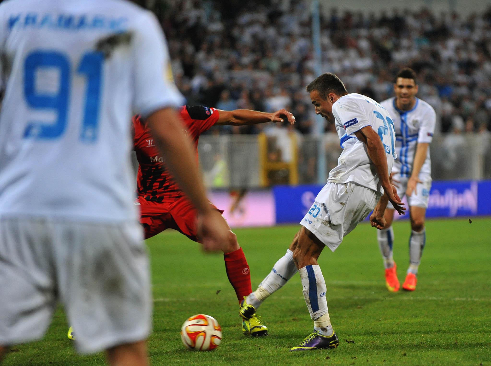 POGODAK I SLAVLJE – Zoran Kvržić postiže pogodak protiv Seville na Kantridi 2. listopada 2014./Foto D. ŠKOMRLJ