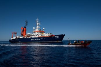 Sea-Watch bavi se »ilegalnim« spašavanjem ljudi / Foto CHRIS GRODOTZKI