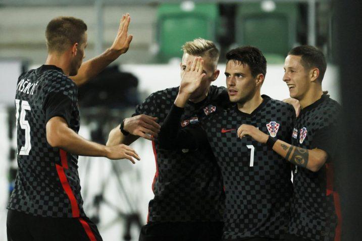 Josip Brekalo sa suigračima slavi svoj pogodak/Foto REUTERS