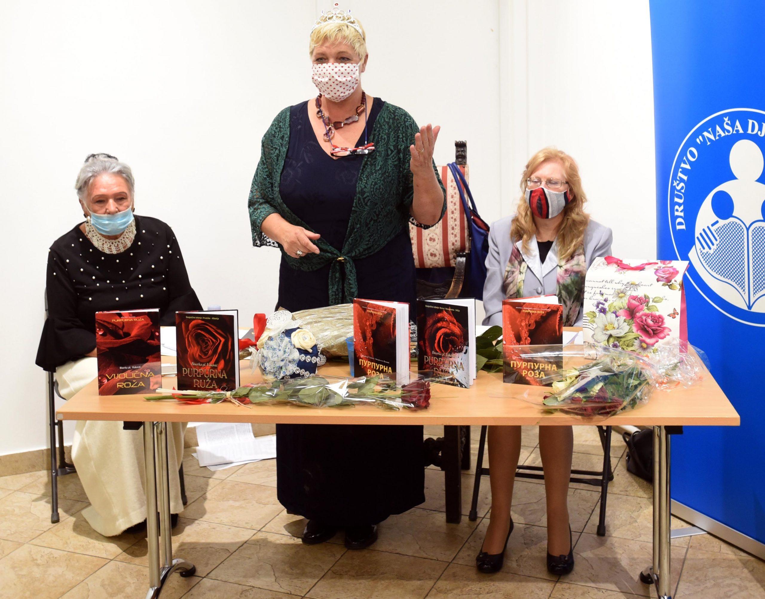 """Biserka pl. Vuković predstavila zbirku poezije """"Purpurna ruža"""" / Snimio Damir ŠKOMRLJ"""
