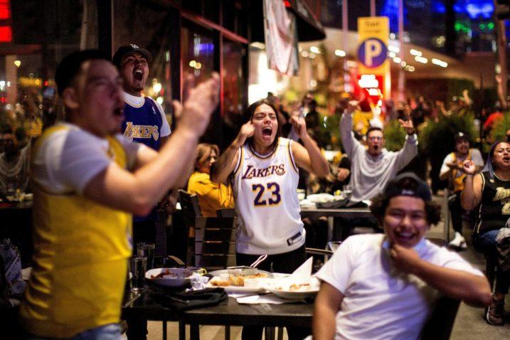 Slavlje navijača LA Lakersa/Foto REUTERS