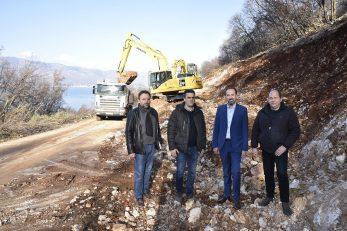 : Jurjako sa suradnicima na pristaništu Porozina / Foto: W. SALKOVIĆ