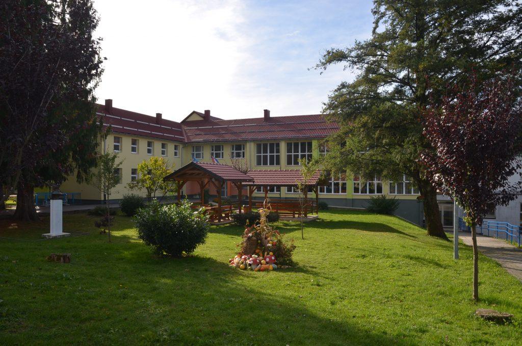 Vrbovšćanska škola ovim je priznanjima stala uz bok opremljenijim školama iz većih sredina / Snimio M. KRMPOTIĆ