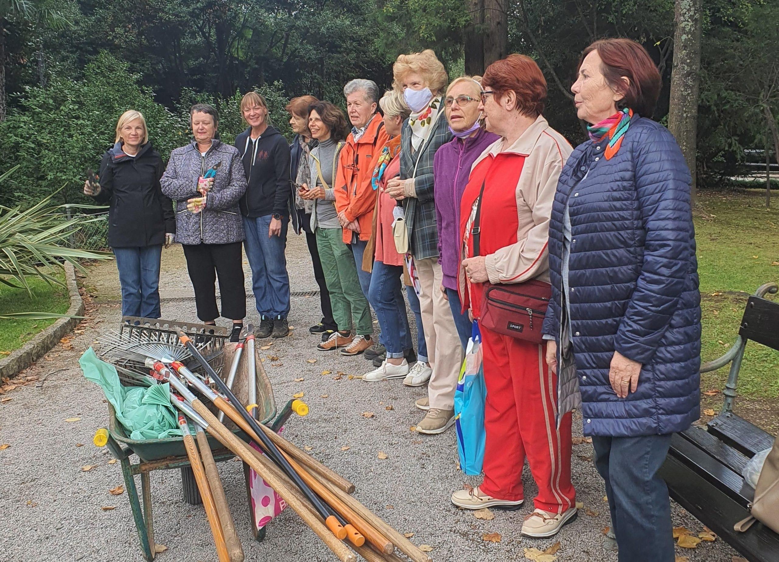 Članice Udruge ljubitelja kamelija u radnoj akciji / Foto Udruga ljubitelja kamelija