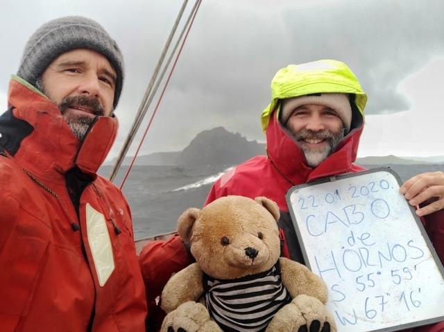 Saša Fegić i Nebojša Petrović na rtu Horn, nakon 66 dana provedenih na Južnom Pacifiku