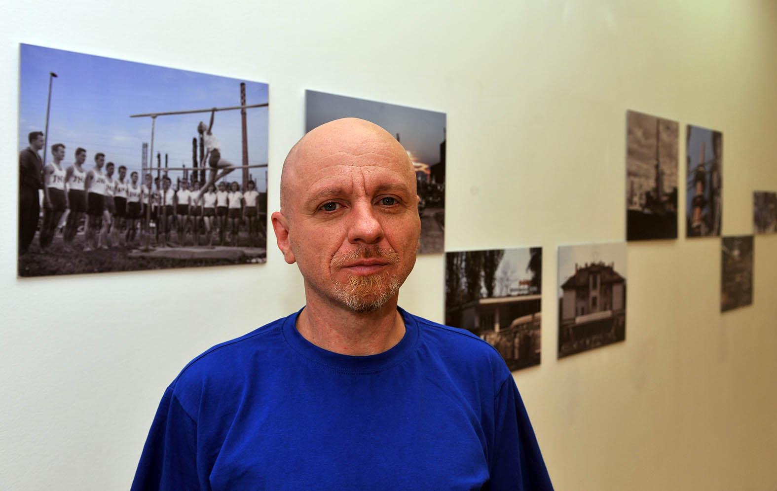 Marijan Crtalić na riječkoj izložbi / Snimio Damir ŠKOMRLJ