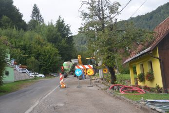 Na cesti prema Brodu na Kupi do daljnjeg će se promet odvijati usporeno / Foto M. KRMPOTIĆ