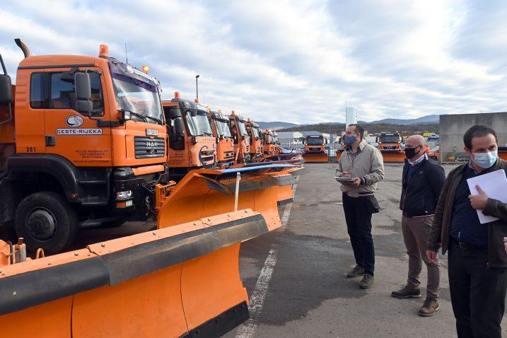 Smotra vozila zimske službe u bazi na Kukuljanovu / Snimio Vedran KARUZA
