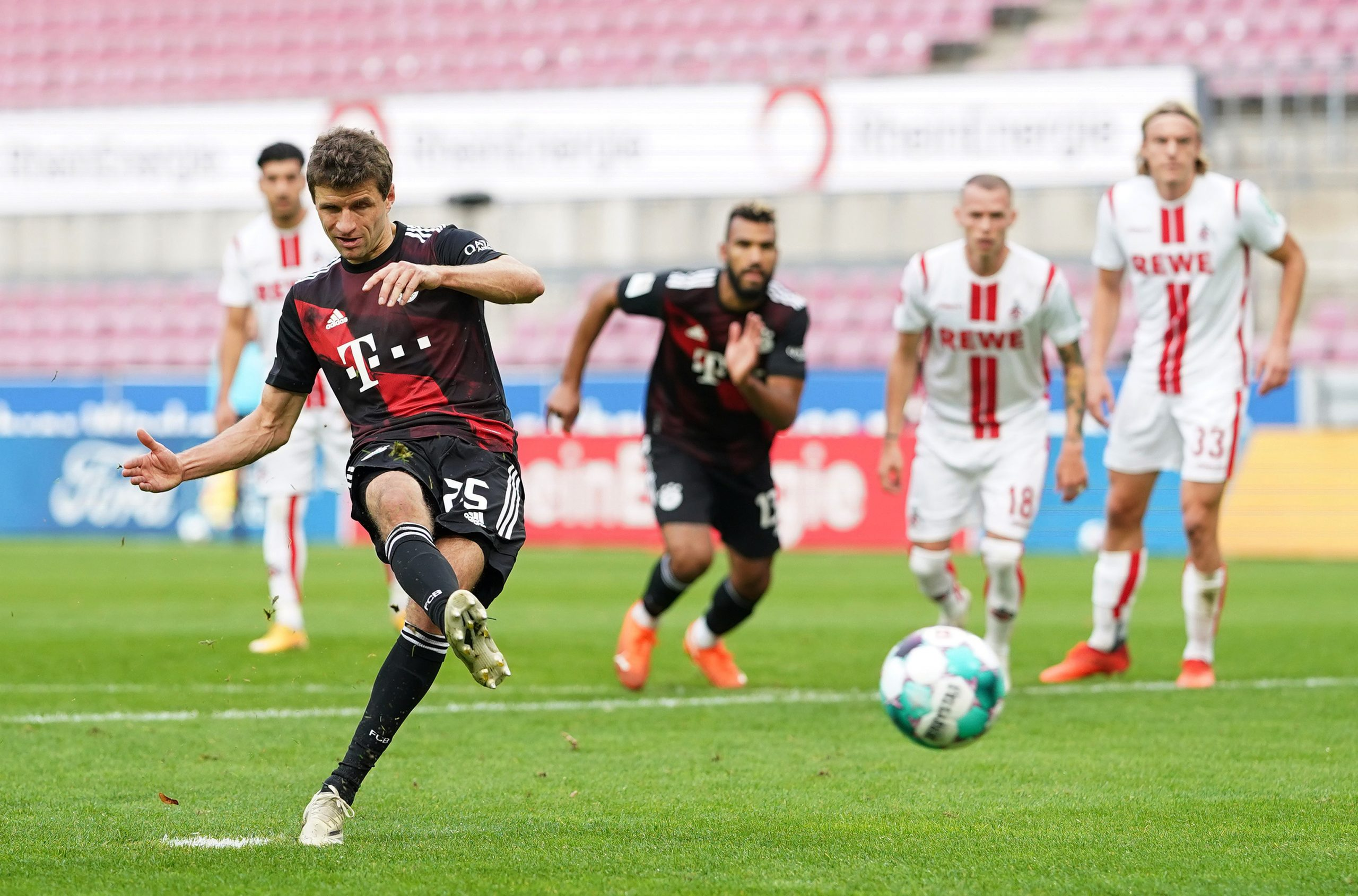 Thomas Muller zabija prvi gol za Bavarce/Foto REUTERS