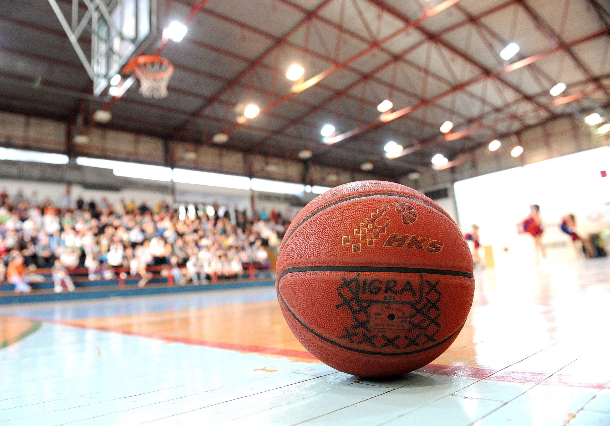 Dvorana Dinko Lukarić po svemu sudeći ponovo će se otvoriti za treninge i utakmice/Foto Arhiva NL