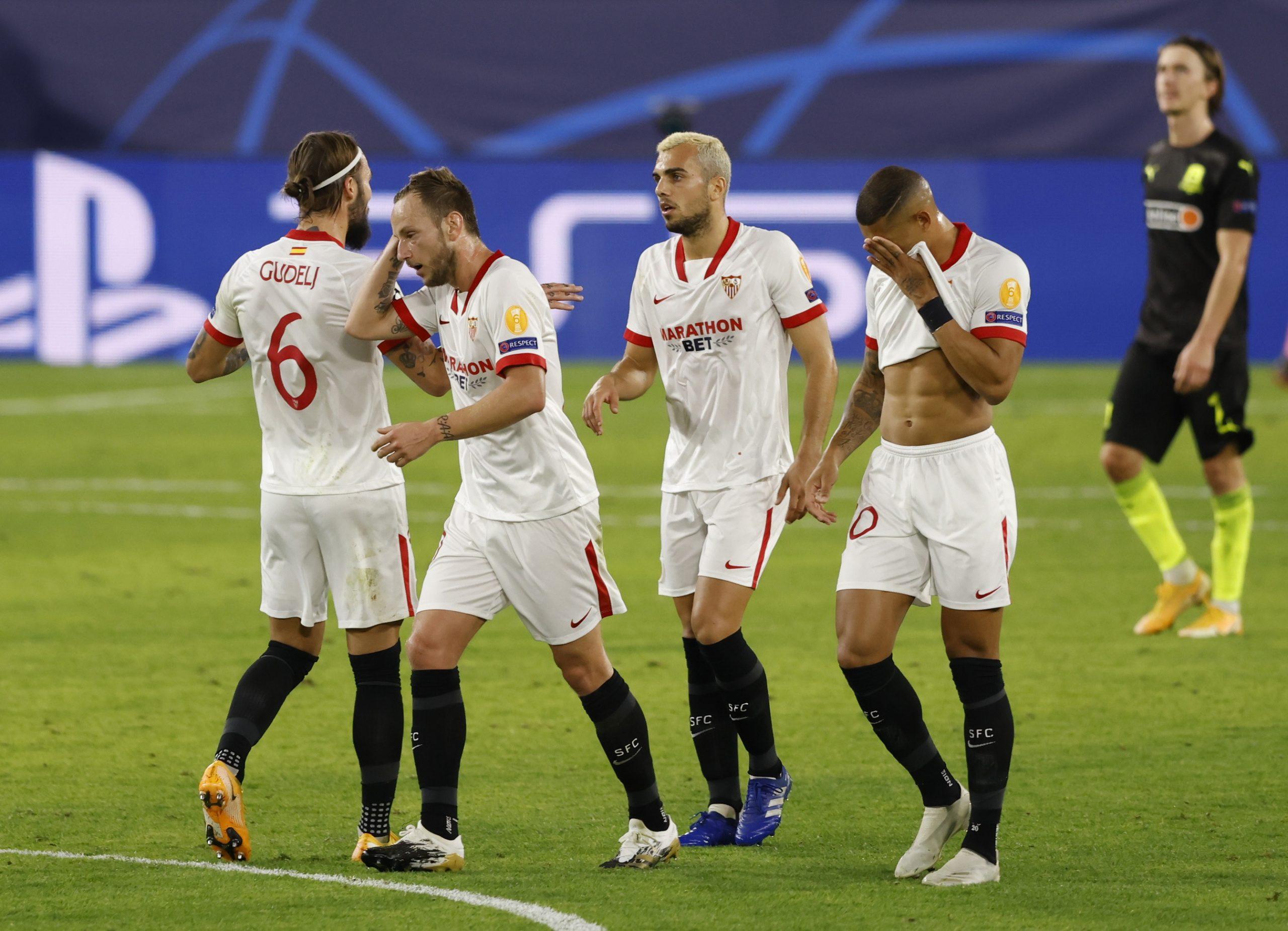 Ivan Rakitić i suigrači slave prvi pogodak/Foto REUTERS
