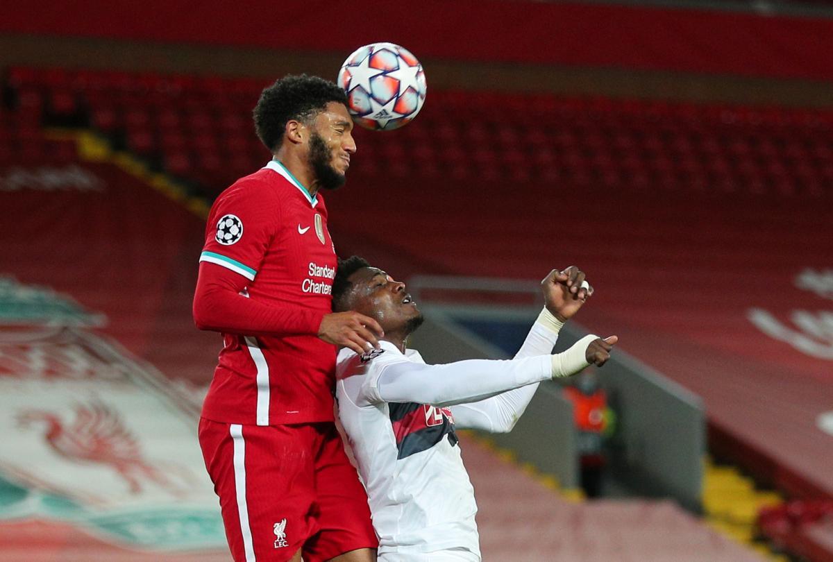 Joe Gomez (Liverpool) i Sory Kaba (Midtjylland)/Foto REUTERS