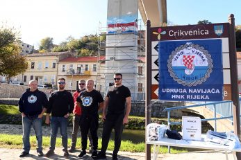 Članovi Vavik vjerne Kirije sakupljaju donacije za izradu murala/Foto Arhiva NL