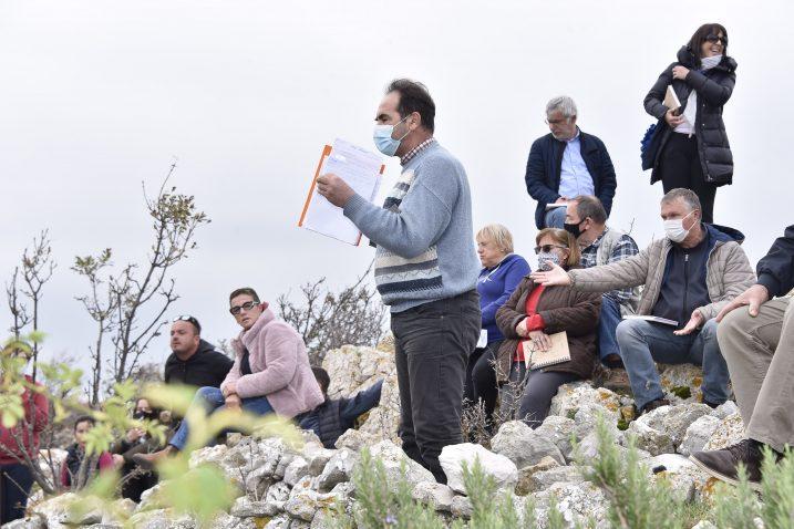 Cvetko Kuljanić govorio je na skupu u ime mještana / Foto: W. SALKOVIĆ