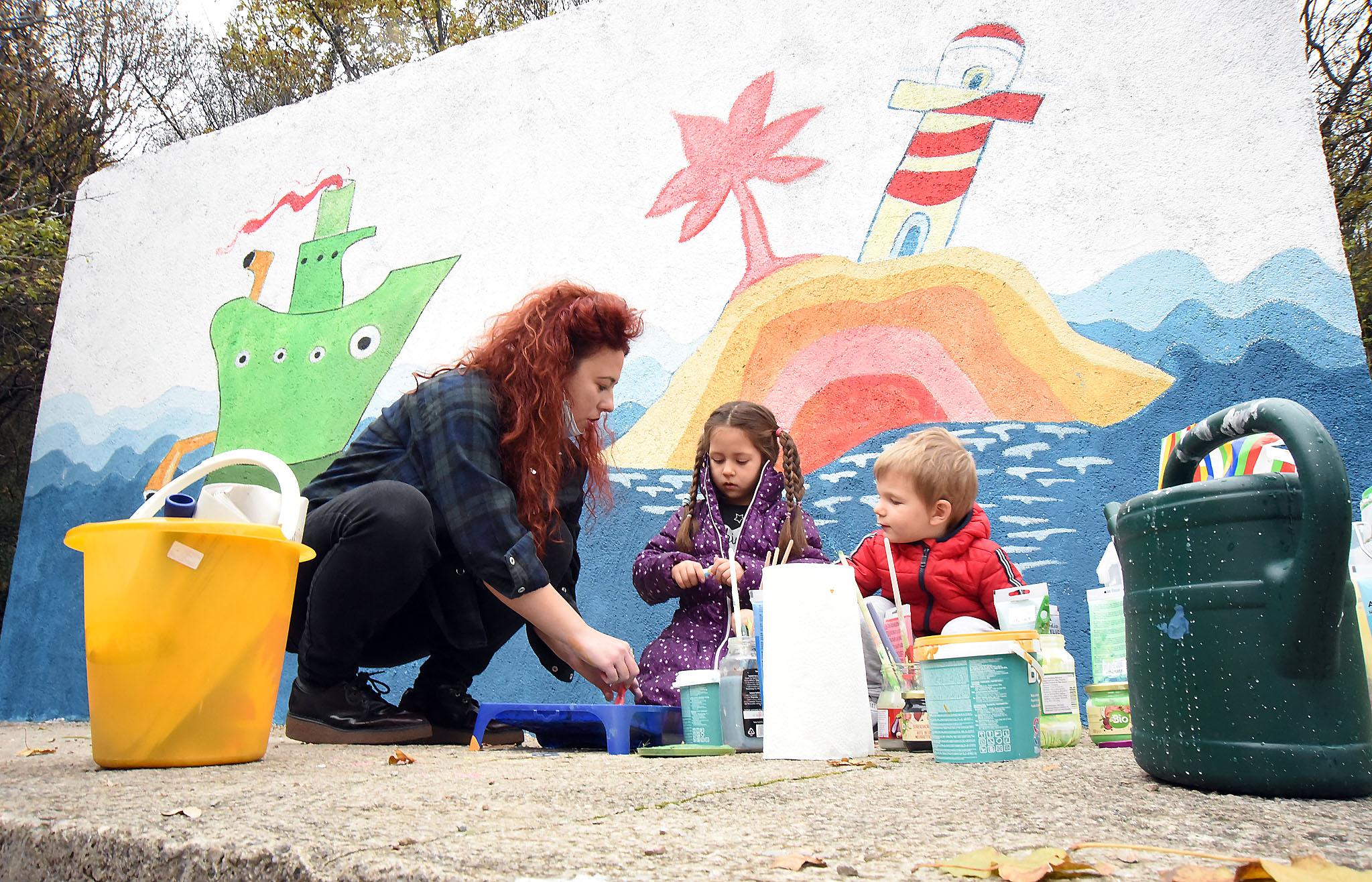 U oslikavanju zida Nicol Načinović pomagali su Megan i David / Foto: S. DRECHSLER