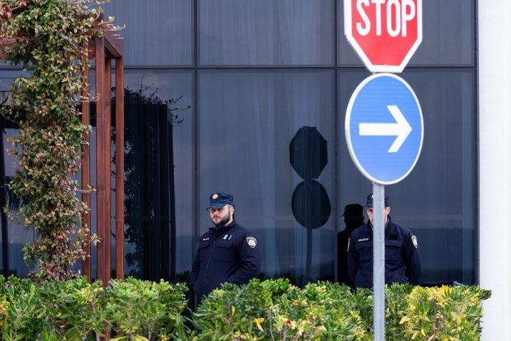 Policijske snage ispred hotela Amphora/Foto PIXSELL