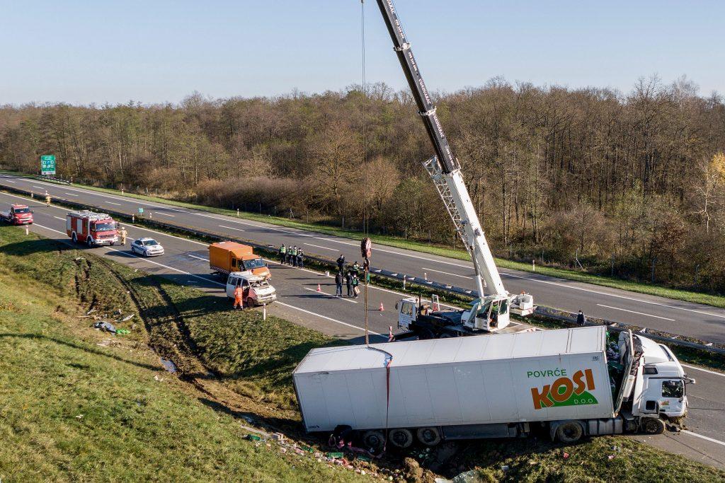 Detalji teške prometne nezgode na autocesti Zagreb-Rijeka: Četiri osobe poginule, pet ozlijeđenih