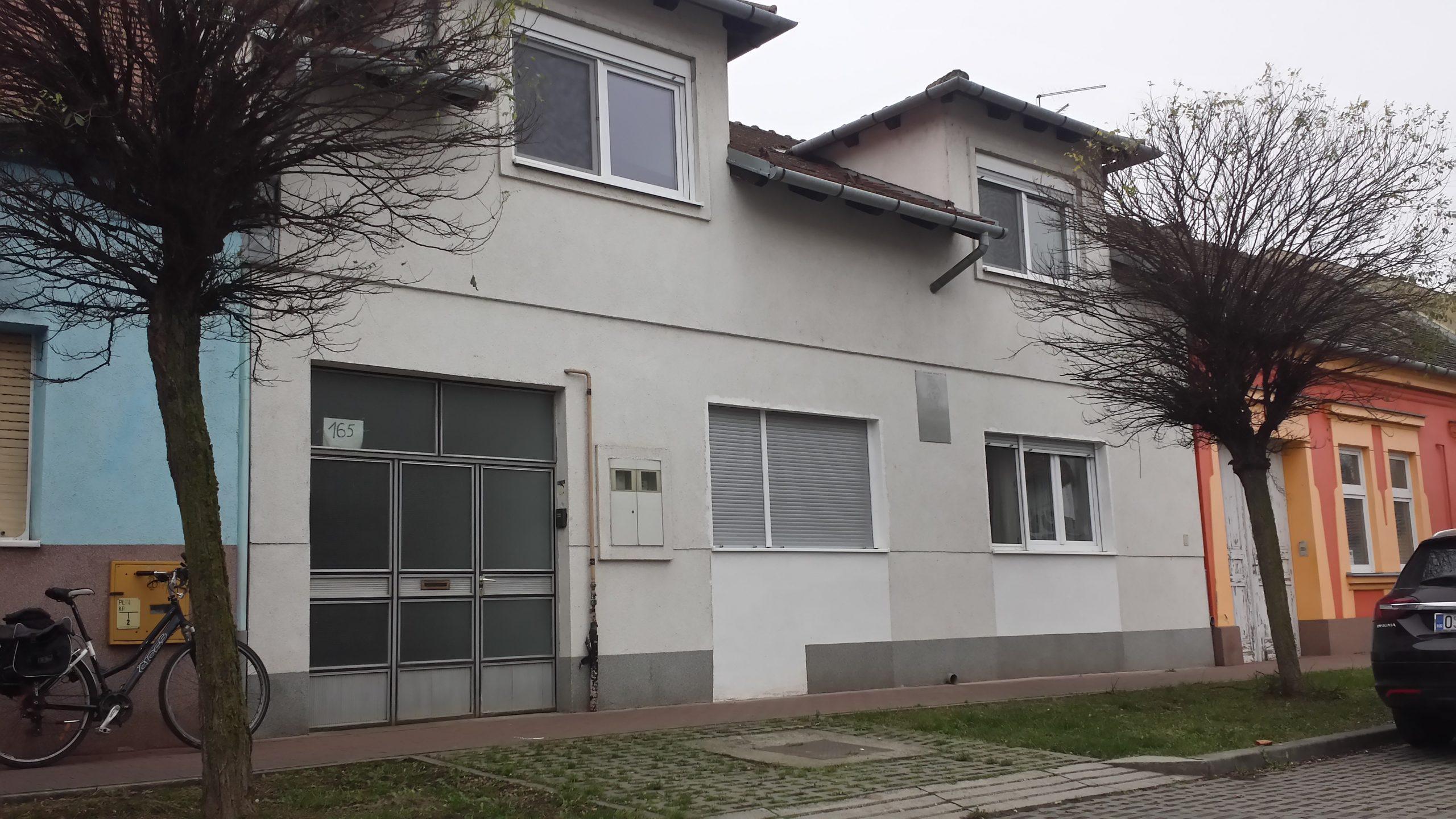 Spomen ploča Kići Slabincu na njegovoj kući u Osijeku