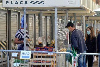 Zakupnici prostora na tržnici / Foto D. ŠKOMRLJ
