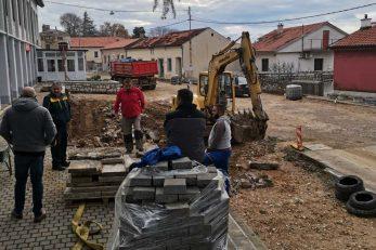 Radovi u središtu Bribira, ispred Doma kulture / Foto D. GRBIĆ