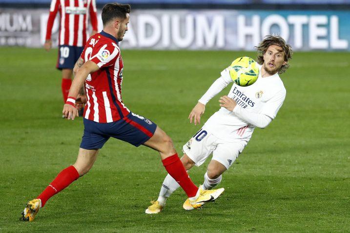 Saul Niguez (Atletico) i Luka Modrić (Real)/Foto REUTERS