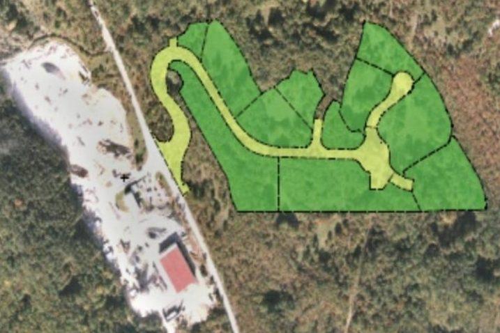 Radna zona Marišćina K-2, smještena je uz sjevernu granicu Općine Viškovo