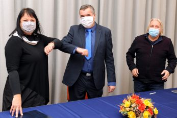 Ugovor o financijskoj i mentorskoj suradnji potpisali su juče Suzana Mravinac, Saša Hirnig i Nikica Sečen / Foto M. GRACIN