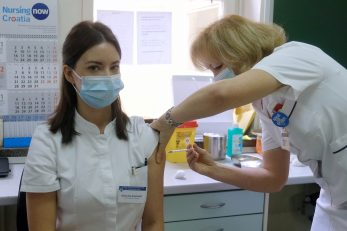 Dr. Nikolina Bogdanić primila cjepivo /Foto Edvard Susak/PIXSELL