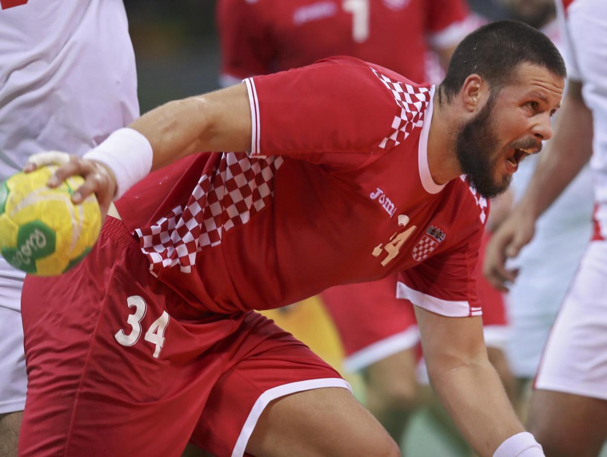 Ilija Brozović ulazi u zapisnik/Foto REUTERS