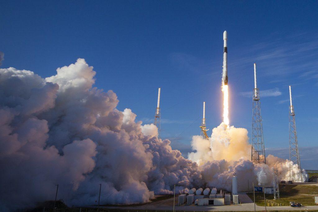 Raketa SpaceX-a poletjela u svemir s rekordnim brojem satelita. Neki su zbog toga prilično zabrinuti