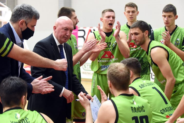 Trener Damir Rajković i igrači AO Škrljeva/Foto Arhiva NL