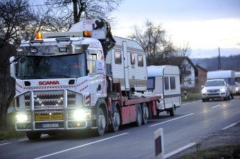 Konvoj ozbiljnih transportnih vozila što na sebi voze - kamp kućice / Foto Davor KOVAČEVIĆ
