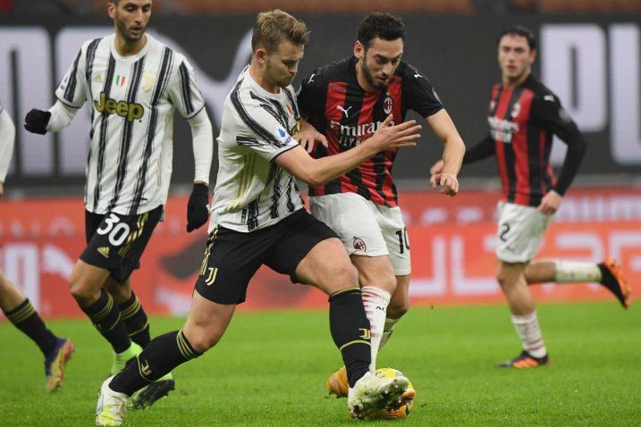 Matthijs de Ligt (Juventus) i Hakan Calhanoglu (Milan)/Foto REUTERS