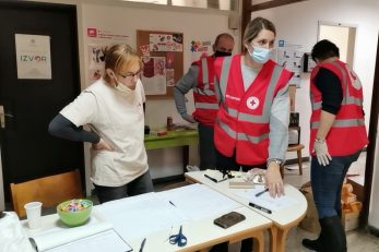 Velik broj volontera dao je ogroman doprinos u akciji prikupljanja / Foto M. KRMPOTIĆ