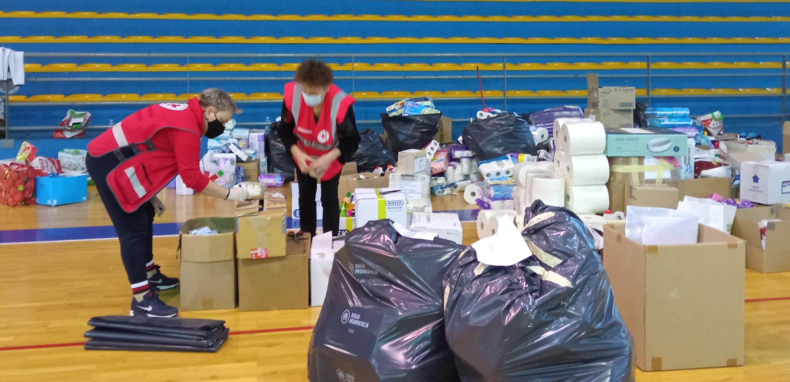 Središnje mjesto prikupljanja pomoći postala je Gradska sportska dvorana u Crikvenici / Foto : GDCK CRIKVENICA