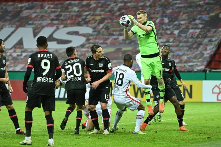 Bayerov golman Lukas Hradecky u akciji/Foto REUTERS