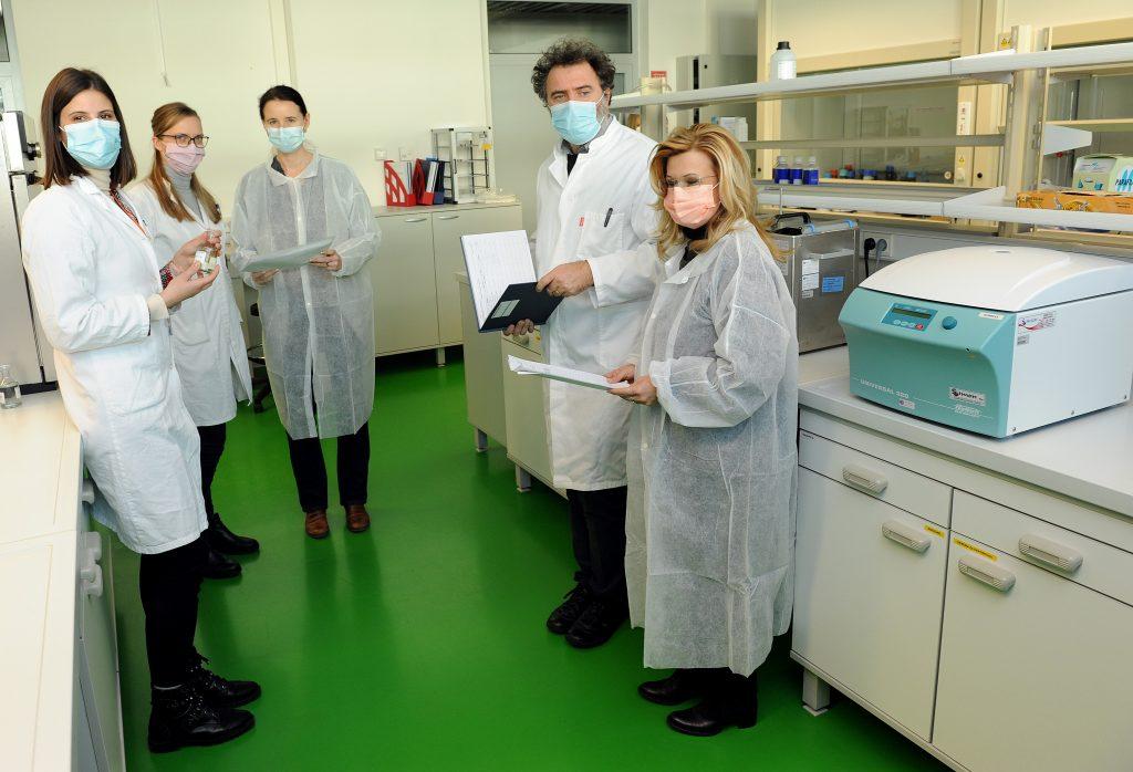 U laboratoriju će se obavljati analize sastava lijekova - Wendy Vlakančić, Eda Jardas, Željka Maglica, Igor Jurak i Miranda Mladinić Pejatović / Snimio Marko GRACIN