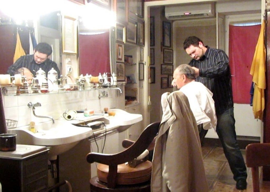 Djed Milan je doživio da mu frizuru radi unuk Antonio / Foto A. Peričić